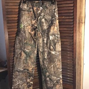 Realtree.  Hunting Pocket pants. Youth 10-12 large